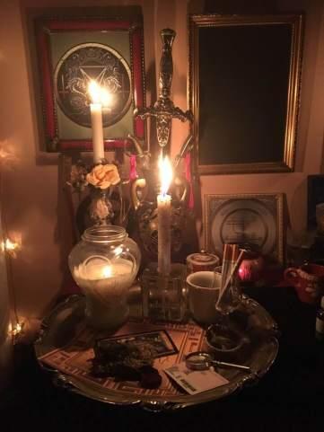 Detta är en nekromantisk ritual med demonen Bune från Goetia.