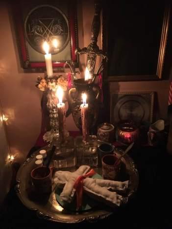 Detta är kärleksmagi med Voodoo dockor. Häxkonst och magi.