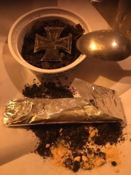 Это ритуал некромантии с мёртвыми военными.