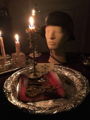 """這是Lucifer,Barzabel和Graphiel的儀式。 """"我的鬼""""也積極參加了儀式。"""