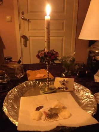 Это ритуал с Люцифером, Барцабелем и Графиелем. Это заклинание отваги было сделано для моего питомца.