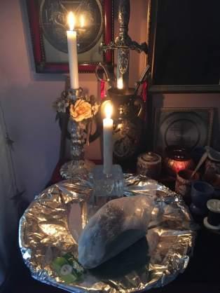 Это ритуал с демоном Фокалором из Гоетии.